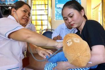 Quảng Ngãi: Đồng loạt triển khai tiêm vắc xin 5 trong 1 mới