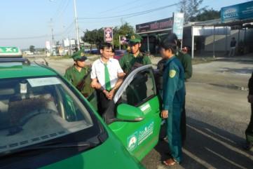 Bắt quả tang tài xế taxi vận chuyển ma túy