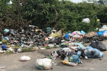 Quảng Ngãi: Xả rác bừa bãi ở huyện nông thôn mới