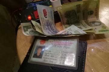 Nhặt được chiếc ví có tiền