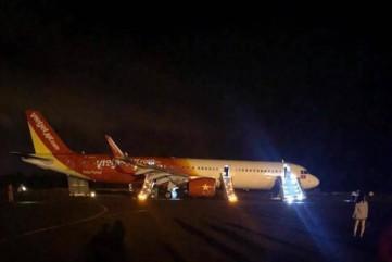 Máy bay Vietjet gặp sự cố nghiêm trọng khi hạ cánh