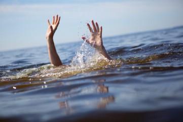 Học sinh lớp 10 đi tắm biển bị đuối nước