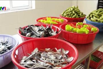 Phạt 90 triệu đồng, đình chỉ cơ sở cung cấp thức ăn khiến 32 công nhân bị ngộ độc